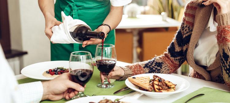 El protocolo de los restaurantes al servir el vino